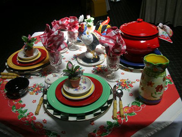 reds-rooster-table-setting